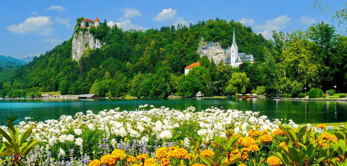 Nincs is szebb a májusi Blednél